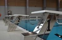 De startblokken van het zwembad Nereus